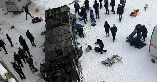 Rusya'da otobüs nehre uçtu