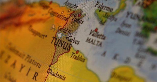 Tunus'ta ekonomik sıkıntı yaşayan gencin intiharı sokakları hareketlendirdi