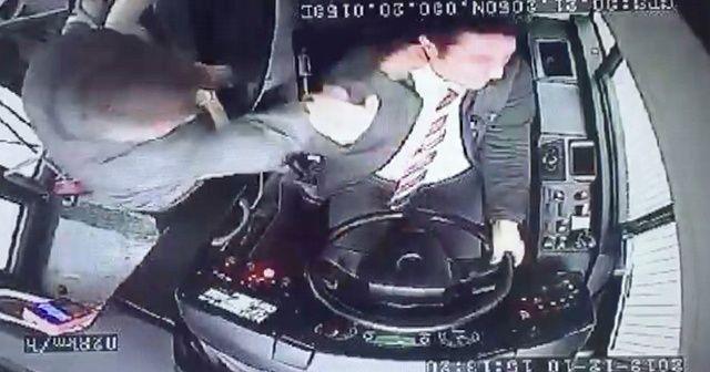 Yolcudan otobüs şoförüne yumruk