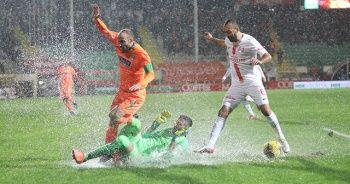 Süper Lig'de hafta beraberlikle açıldı