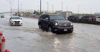 Dubai'de yaşanan sel uçuşları aksattı