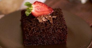 Islak kek nasıl yapılır? Bol soslu ıslak kek tarifi, Kakaolu muhteşem ıslak kek tarifi