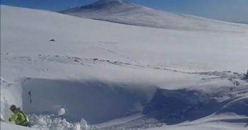 Kayıp iki dağcının sığınabileceği mağarada kazı çalışması başlatıldı