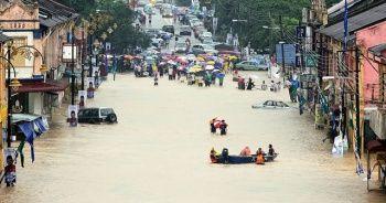 Sel baskınları 11 binden fazla kişiyi yerinden etti