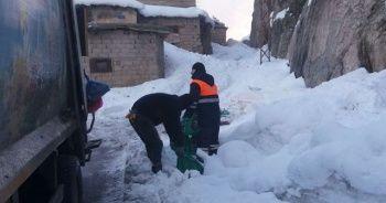 Temizlik işçilerinin zorlu kış mesaisi