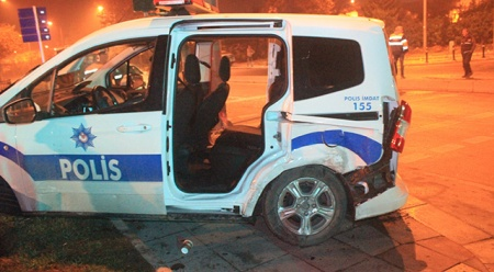 'Dur' ihtarına uymayan şahıs polis aracının kaza yapmasına neden oldu