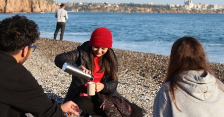 Antalyalılar 'kış güneşi'nin keyfini çıkardı