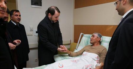 Bakanı Albayrak, yaralı askerleri ziyaret etti