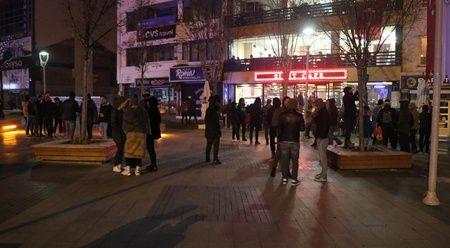 Bolu'daki deprem vatandaşı sokağa döktü