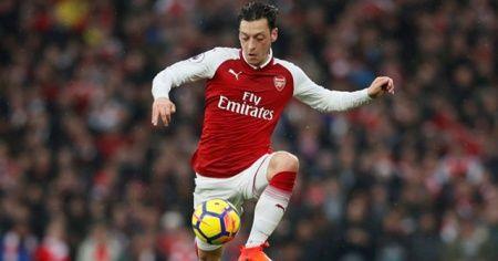 Çin'den Arsenal'e Mesut Özil cezası