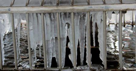 Erzurum'da şadırvanlar buz tuttu, termometreler eksi 15 dereceyi gösterdi
