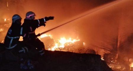 Güngören'de kumaş yıkama fabrikasında yangın