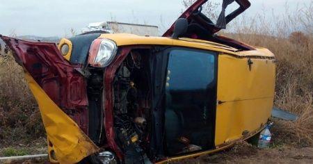 Hafif ticari araç devrildi: 7 yaralı