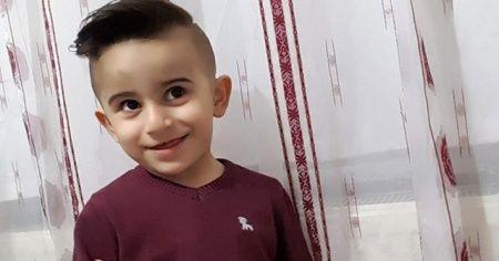 İndiği servis minibüsünün altında kalan 4 yaşındaki çocuk öldü
