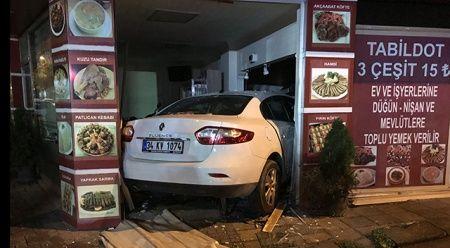 İstanbul'da otomobil lokantaya girdi