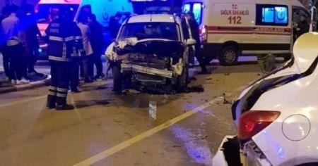 Kontrolden çıkan araç 6 otomobile çarptı
