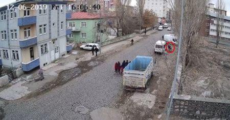 Liseli kızı kaçırma anları kamerada