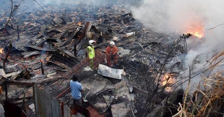 Malezya'da çıkan yangında 20 ev kül oldu