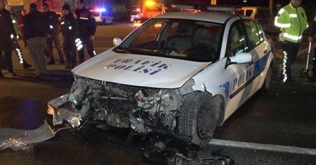 Şüpheli aracı kovalayan trafik ekibi kaza yaptı