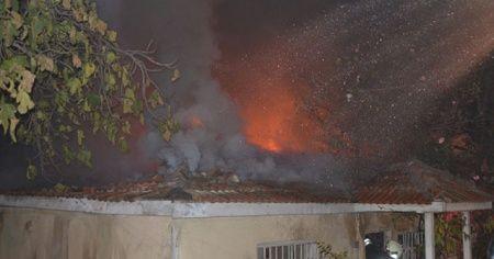 Tek katlı metruk binada çıkan yangın korkuttu