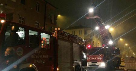 Yangından balkona bağladıkları perdeyle kaçmaya çalışan aileyi itfaiye kurtardı
