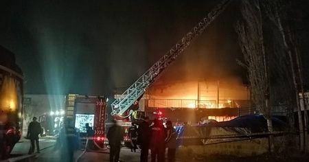 Yatak imalatı yapan fabrikada yangın