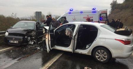 Zonguldak'ta iki otomobil çarpıştı: 5 yaralı