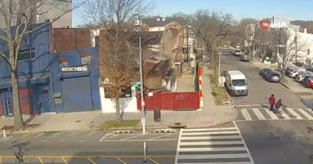 ABD'de bir bina aniden çöktü