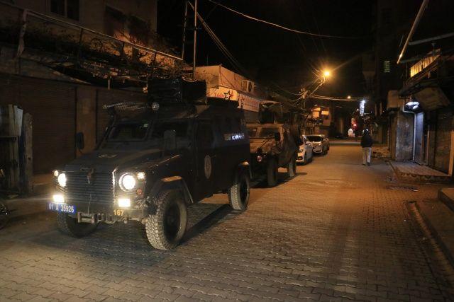Adana'da uyuşturucu tacirlerine şafak baskını
