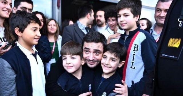 Ahmet Kural ve Murat Cemcir'den öğrencilere karne sürprizi