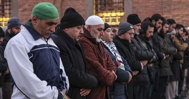 Elazığ depreminde hayatını kaybedenler için gıyabi cenaze namazı kılındı