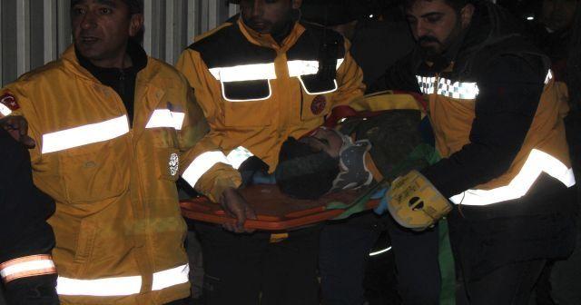 Enkazdan 5 saat sonra 12 yaşındaki çocuk sağ çıkarıldı