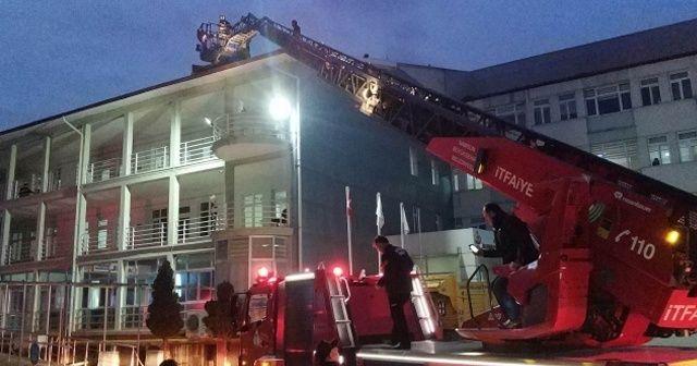 Hastane çatısındaki yangın korkuttu