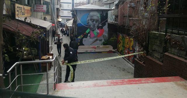 Kafede bıçaklanan bir kişi hayatını kaybetti