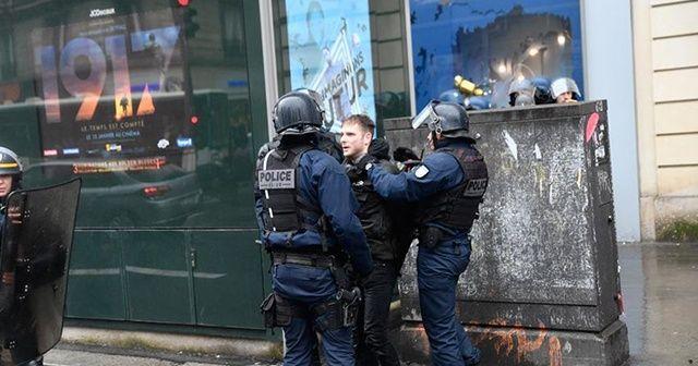 Macron tüm polislerin eylemcilere şiddet uygulamadığını savundu