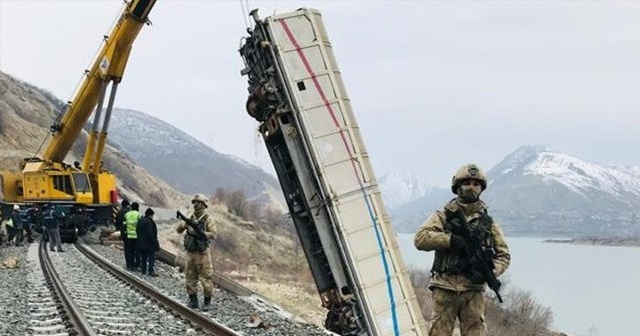 Mayınlı saldırıda devrilen vagonlar 4. yılında kaldırıldı