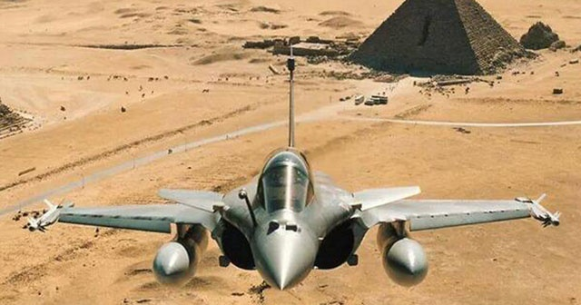 Mısır'da askeri tatbikatta savaş uçağı düştü: 1 ölü