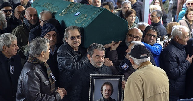 Oyuncu ve şarkıcı Recep Aktuğ'un cenazesi İstanbul'da toprağa verildi