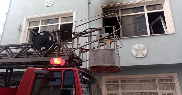 Patlayan televizyon evi küle çevirdi