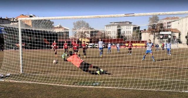 Penaltının üç kez tekrarlandığı maçta önce kaleci sonra da futbolcu gole izin vermedi