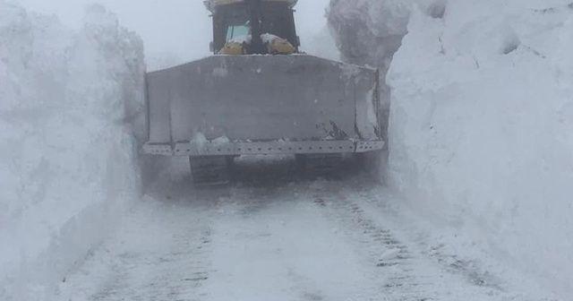 Sınır hattı kar altında kaldı