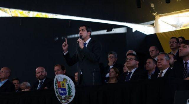 Venezuela'da Juan Guaido, parlamanetoda yemin etti