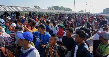 ABD'ye gitmek isteyen göçmenler, Meksika sınırında bekliyor
