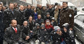 Bakan Soylu kar yağışı altında esnafı ziyaret etti