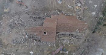 Depremde hasar gören okullar yıkılmaya başladı