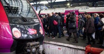 Fransa'da grevler 1.5 milyon tren biletini iptal ettirdi