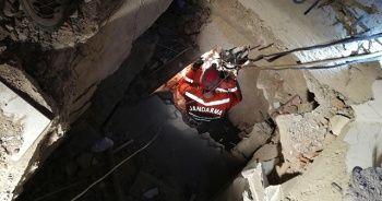 JAK, enkazdan depremzedeleri böyle kurtardı
