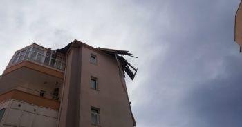 Kayseri'de şiddetli rüzgar çatıları uçurdu
