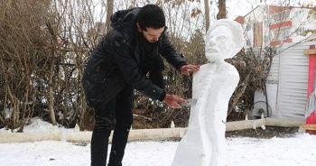 Sivaslı heykeltraş soğuğu sanata çevirdi