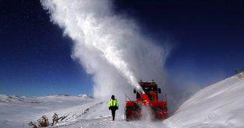 Türkiye'nin en soğuk ilçesinde zorlu kar çalışması